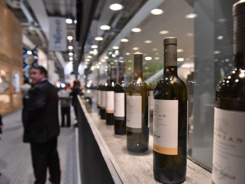 """Vinitaly 2017, piattaforma per il business del vino sempre più internazionale. L'edizione """"50+1"""" chiude con 128mila presenze da 142 nazioni"""
